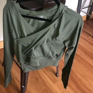 New north face crop hoodie small